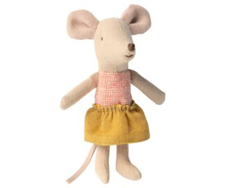 Little sister mouse in matchbox 1